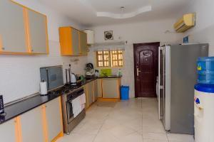 3 bedroom Terraced Duplex House for rent Akin Adesola Victoria Island Lagos