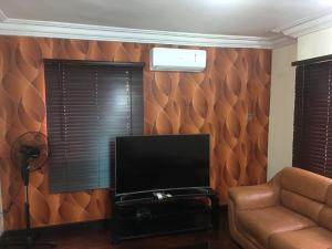 2 bedroom Studio Apartment Flat / Apartment for sale Jembewon road near Golf Club, Onireke axis Jericho Ibadan Oyo
