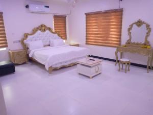 4 bedroom Flat / Apartment for shortlet Oluyole Oluyole Estate Ibadan Oyo
