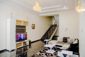 5 bedroom Detached Duplex House for shortlet Off Freedom way Lekki Phase 1 Lekki Lagos