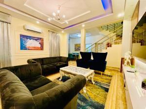 4 bedroom Semi Detached Duplex for shortlet Ademola Eletu Osapa london Lekki Lagos