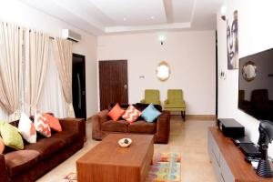 3 bedroom Studio Apartment Flat / Apartment for shortlet off christ avenue, off admiralty road Lekki Phase 1 Lekki Lagos