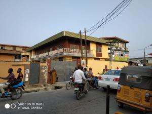 3 bedroom Blocks of Flats House for rent   Ajayi road Ogba Lagos