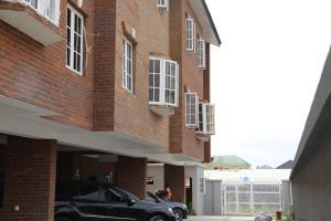 4 bedroom Semi Detached Duplex House for sale Okupe Estate, Mende Maryland Lagos