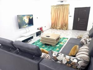 3 bedroom Self Contain Flat / Apartment for shortlet ONIRU Victoria Island Lagos