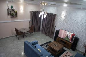 3 bedroom Flat / Apartment for shortlet 36 Fesojaye Area, Owode Ilesha Road, Osogbo Osogbo Osun