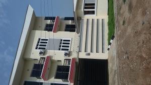 3 bedroom Flat / Apartment for sale Adekoya Street, Mende Estate. Maryland Ikeja Lagos