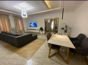 3 bedroom Self Contain Flat / Apartment for sale Alafara area behind mega city events centre  Idishin Ibadan Oyo