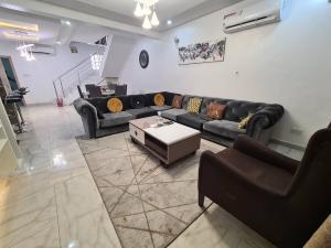 4 bedroom Semi Detached Duplex for shortlet Dideolu Estate ONIRU Victoria Island Lagos