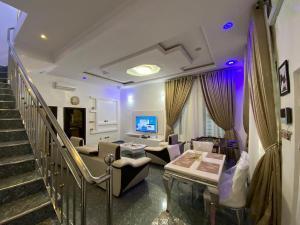 4 bedroom Self Contain for shortlet ... chevron Lekki Lagos