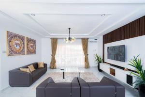 3 bedroom Flat / Apartment for shortlet Guzape Abuja