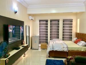 1 bedroom mini flat  Studio Apartment Flat / Apartment for shortlet 14( rafiat) oniru besides Ebano supermarket lekki Lekki Phase 1 Lekki Lagos