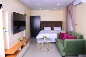 1 bedroom Self Contain for shortlet 1004 Victoria Island Lagos