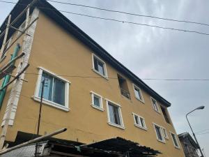Self Contain for rent W Shomolu Shomolu Lagos