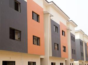 4 bedroom Terraced Duplex House for rent  Bayview Estate Behind Enyo/Tastee, 4th Roundabout, Ikate, Lekki-Epe Express,Lagos State. Ikate Lekki Lagos