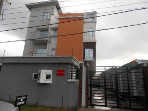 3 bedroom Blocks of Flats House for rent Olonode street Sabo Yaba Lagos