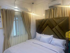 2 bedroom Flat / Apartment for shortlet Off Ajose Adeogun Adeola Hopewell Victoria Island Lagos