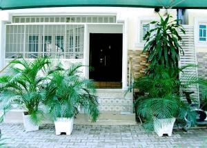 3 bedroom Shared Apartment Flat / Apartment for shortlet No. 3, Dambata Close, Area7 Gariki, Abuja. Maitama Abuja