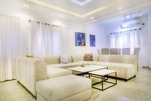 3 bedroom Flat / Apartment for shortlet 25a Wumego Crescent off Christ Avenue, Lekki phase one Lagos Nigeria. Lekki Phase 1 Lekki Lagos
