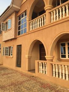 3 bedroom Flat / Apartment for rent Airport,old Ife Rd Alakia Egbeda Oyo