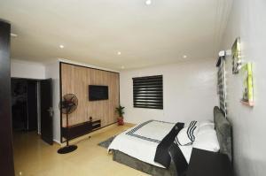 1 bedroom Mini flat for shortlet Olabanji Olajide Street. Lekki Phase 1 Lekki Lagos