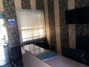 1 bedroom mini flat  Office Space Commercial Property for rent ebute ipakodo road Ebute Ikorodu Lagos
