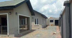 4 bedroom Detached Bungalow House for sale Airport Rd; Alakia Ibadan Oyo