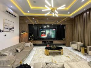 5 bedroom Detached Duplex for shortlet Osapa Osapa london Lekki Lagos