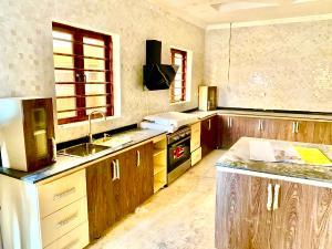 4 bedroom Penthouse Flat / Apartment for rent Flobora Close Ajao Estate Isolo Lagos