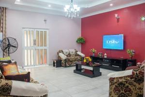 5 bedroom Detached Duplex House for shortlet 19 Adegoke Adedeji street Eleyele Ibadan Oyo