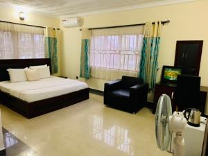 1 bedroom mini flat  Self Contain Flat / Apartment for shortlet Road 38, Lekki Scheme 2 by Abraham Adesanya  Ajah Lagos