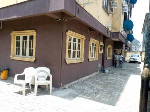 3 bedroom Flat / Apartment for rent Alagomeji, Yaba, Lagos. Alagomeji Yaba Lagos