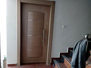 3 bedroom Shared Apartment Flat / Apartment for sale Jahi district by Naval quarters, tarred road Jahi Abuja
