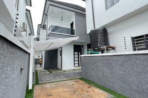 5 bedroom Detached Duplex for sale Idado Lekki Lagos
