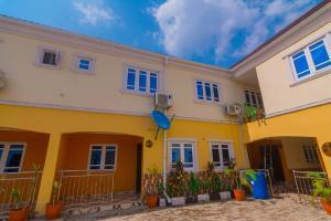4 bedroom Studio Apartment Flat / Apartment for shortlet Near Adenuga Street, New Bodija Bodija Ibadan Oyo