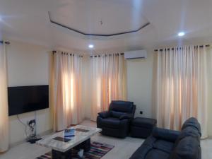 4 bedroom Semi Detached Duplex House for shortlet Mabinuori street Shangisha Kosofe/Ikosi Lagos