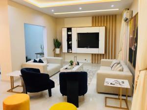 4 bedroom Terraced Duplex House for shortlet Beach Road Ikate Lekki Lagos