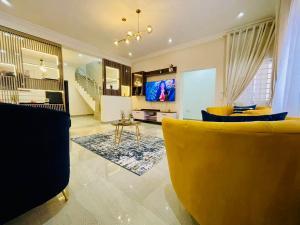 4 bedroom Terraced Duplex House for shortlet Close to Elegushi Beach Ikate Lekki Lagos