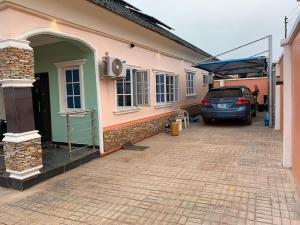 3 bedroom Detached Bungalow House for sale Monatan  Iwo Rd Ibadan Oyo