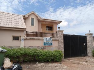 2 bedroom Blocks of Flats House for rent Olalekan Adigun Street, Labeodan Avenue Bodija Ibadan Oyo