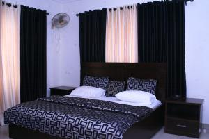 3 bedroom Flat / Apartment for shortlet Reverend ogunbiyi street Ikeja GRA Ikeja Lagos