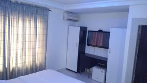 1 bedroom mini flat  Studio Apartment Flat / Apartment for shortlet Off Isaac John street Ikeja GRA Ikeja Lagos