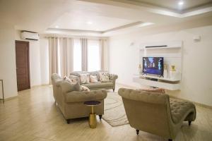 3 bedroom Mini flat Flat / Apartment for shortlet ONIRU Victoria Island Lagos
