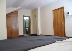 3 bedroom Penthouse Flat / Apartment for shortlet Mosley Mosley Road Ikoyi Lagos
