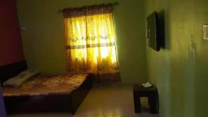 3 bedroom Mini flat Flat / Apartment for rent Falolu street Ojuelegba Surulere Lagos
