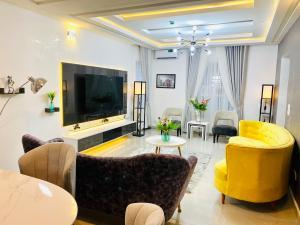 3 bedroom Self Contain for shortlet chevron Lekki Lagos