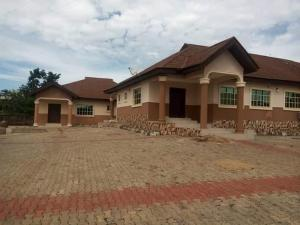 4 bedroom Flat / Apartment for sale  Urgent sales 4 bedroom apartment, 2 sitting rooms, a study room, kitchen with a store, all rooms en-suit with water heater. With another 2bedroom all ensuite on a 3 plot of land at akure sagari estate nice environment secure area  Akure Ondo
