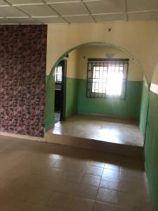 3 bedroom Flat / Apartment for rent Evboriaria quarters off Sapele road  Oredo Edo