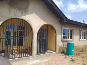 3 bedroom Detached Bungalow House for sale  IDIGBARO OLOGUNERU AREA IBADAN. Ibadan Oyo