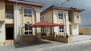 4 bedroom House for rent bourdillon court chevron Lekki Lagos